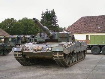 Leopard 2A4 Walk Around