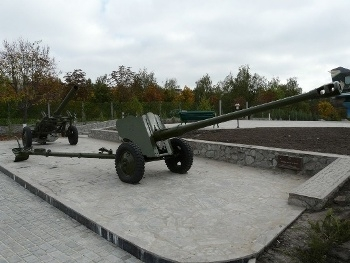 85 mm divisional gun D-44 Walk Around