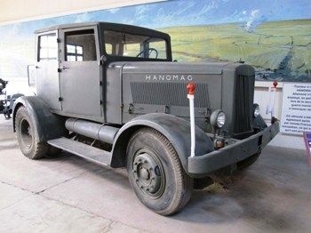 Hanomag ST-100 Walk Around