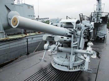 "US 5""/25 inch Mark 40 Submarine Gun Walk Around"